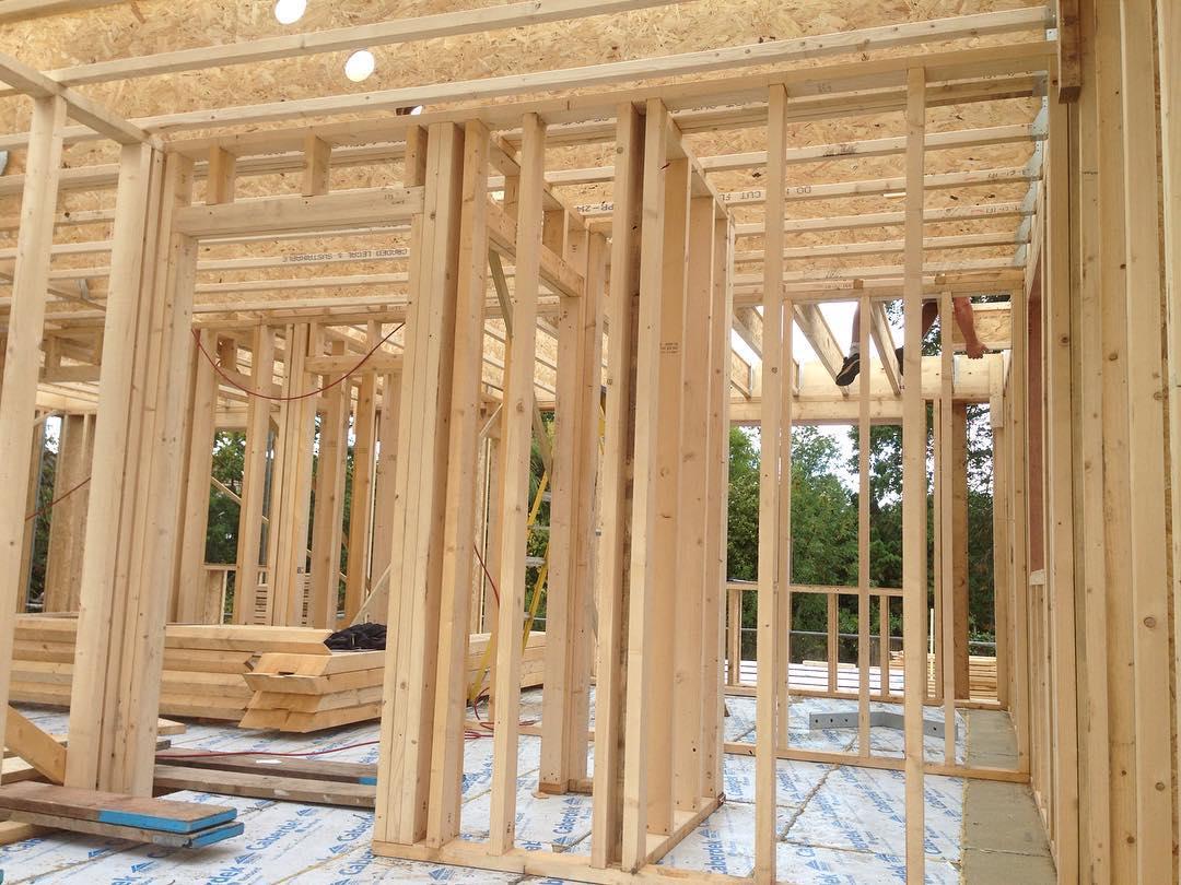 каркасные дома из двутавровых деревянных балок