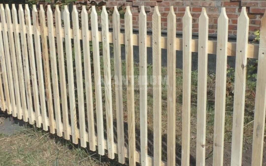 Какие бывают деревянные заборы? В чем их преимущества?